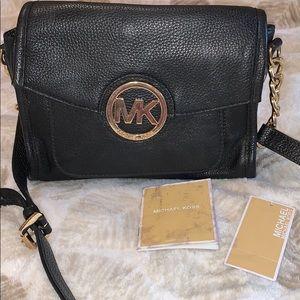 🚨Michael Kors leather crossbody! Black and gold🚨